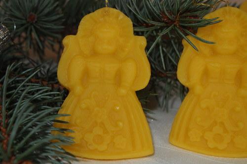 Ozdoby a svíčky ze včelího vosku - panenka