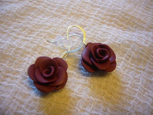 Náušnice - bordó růžičky na afroháčku