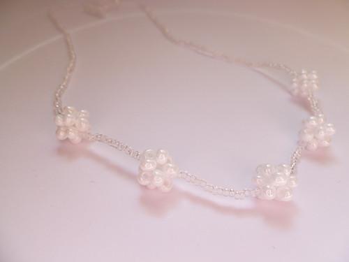 Průhledný náhrdelník s  kuličkami