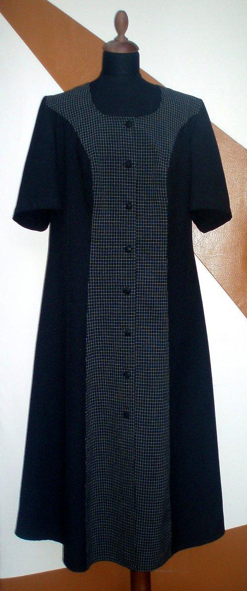 Dlouhé propínací šaty s krátkým rukávem