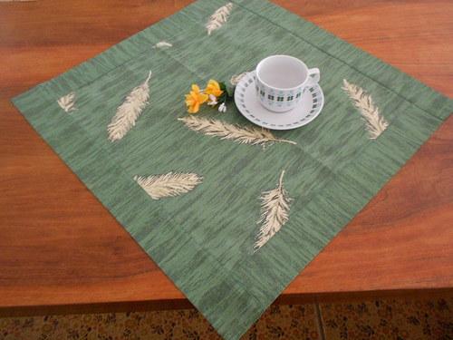 Středový ubrus zelený s listy