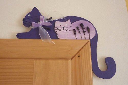 Kočka na dveře nebo polici LEVANDULOVÁ