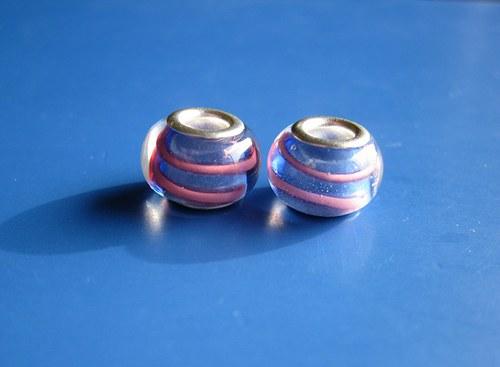 Korálky skleněné 2ks -mod.s růž.proužkem
