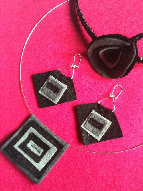naušnice a náhrdelník a čelenka Jing