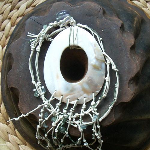 Náhrdelník s velkou perletí a fluoritem