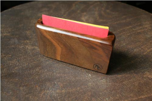 Dřevěný vizitkovník