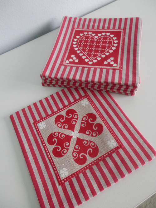 Podložky - srdeční záležitost na červené