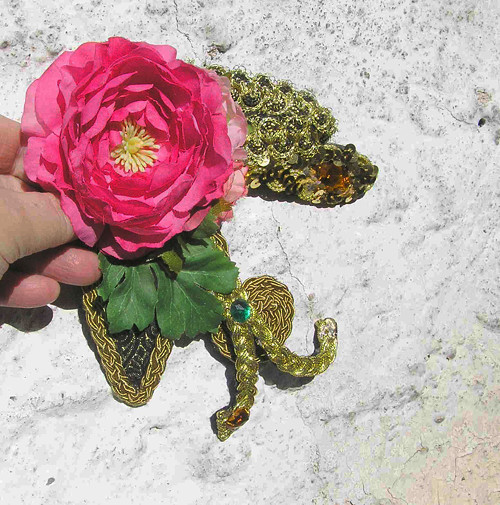Brož s růží růžovou