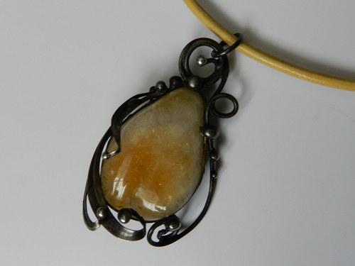 Cínovaný šperk s citrinem
