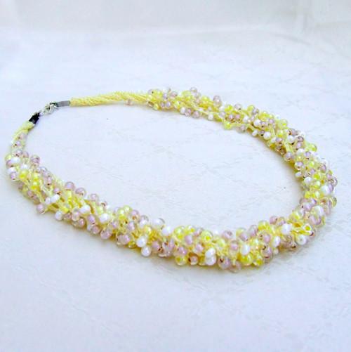 Háčkovaný náhrdelník Yellow Sand