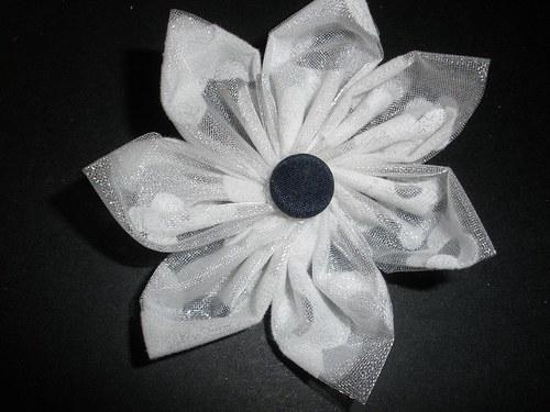 Bílá brož
