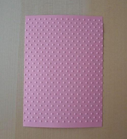Embosovaná stránka A6 světle růžová - puntíky 1ks