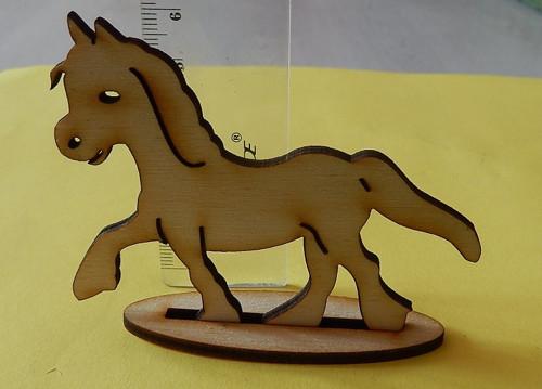Koník s podstavcem - dřevěný výřez