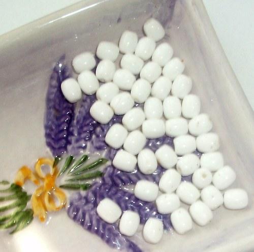 Korálky -bílé soudky - 10 ks