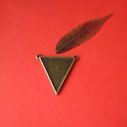 Přívěšek (lůžko) trojúhelník, starobronz