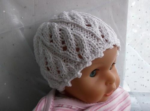 Bílá pletená čepička na miminko 32-36 cm