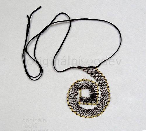 Paličkovaný náhrdelník - hnědá spirála