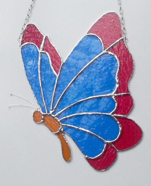 Závěsná vitráž Motýl 22x26cm