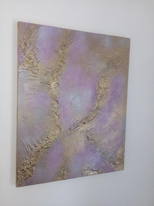 Fialovo zlatá abstrakce