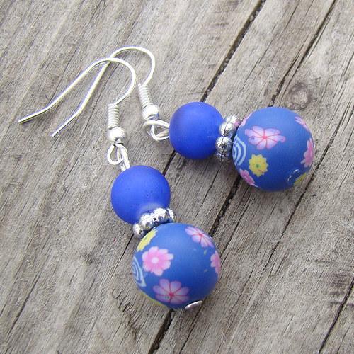 náušnice -  fimo kuličky modrofialové s kytičkami
