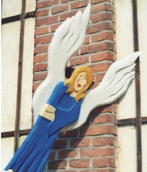 Řezbářské výrobky  plastika anděl