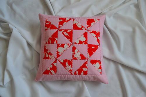 Růžovočervený povlak na polštářek