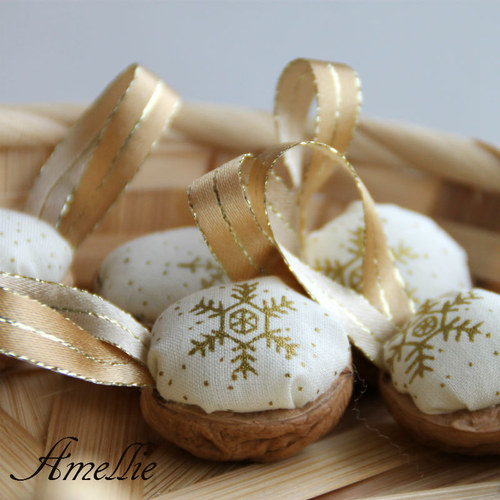 Retro Vánoční ozdoby - oříšek - zlatá vločka