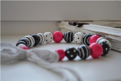 Hra puntíků a pruhů v Black and White s Pink No.II