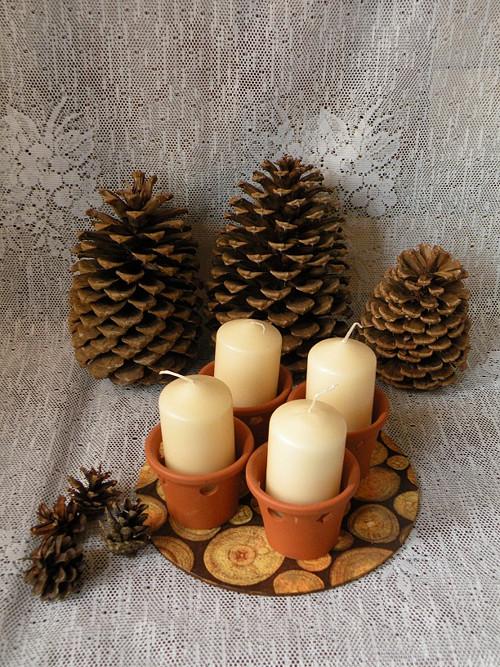 4 keramické svícny s podložkou přírodní