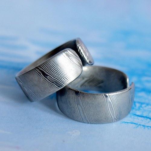 Snubní prsteny Damasteel šikmé proužky