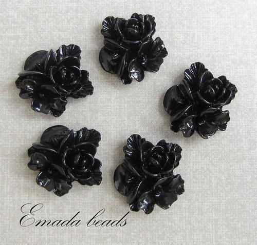 Resin květiny, kabošon černá, 1,5 cm