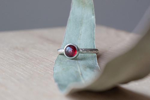 "Prsten ""RED"" - granát, stříbro 925"