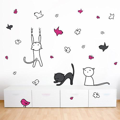 Kreslené kočky na bílou zeď