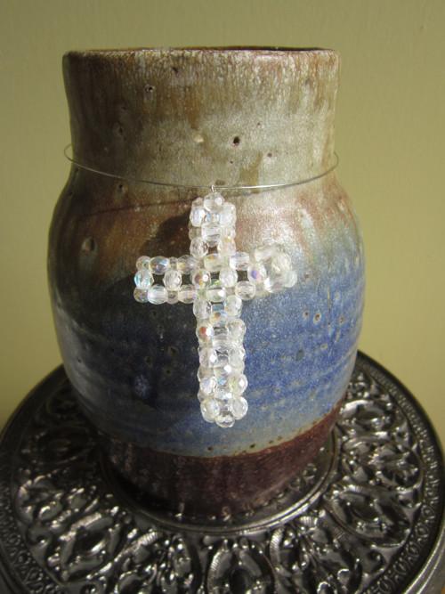 Bílé jiskření kříže (křížek - šperk)