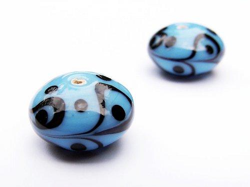 Modrý černě zdobený bochánek ((V114))