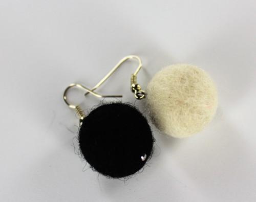 Plstěné kuličky černobílé