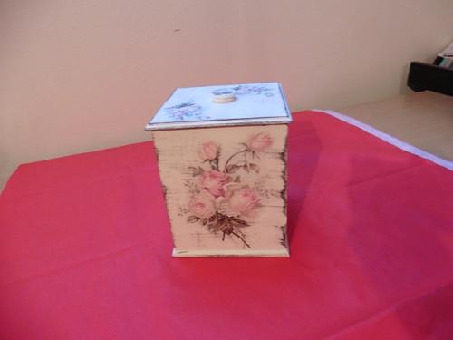 Krabička , zásobník na koření a na různé předměty