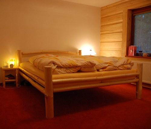Srubová manželská postel