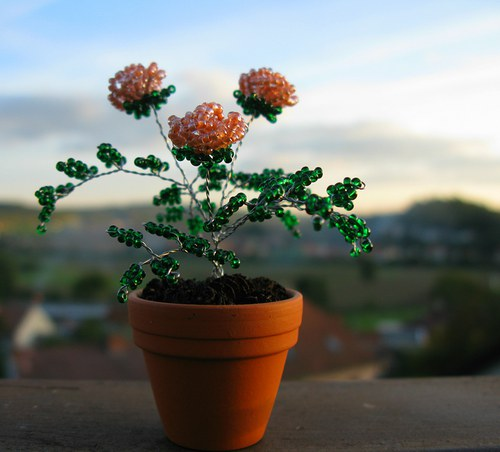 Růže z korálek malé oranžové