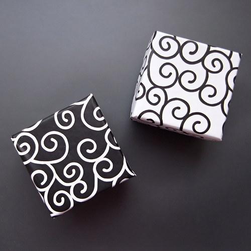 Krabičky černobílé