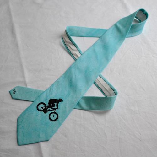 Hedvábná kravata s cyklistou - tyrkysová
