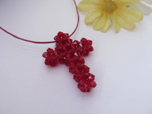 Křížek červený - náhrdelník