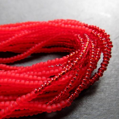 Náramek korálkovkáč červený