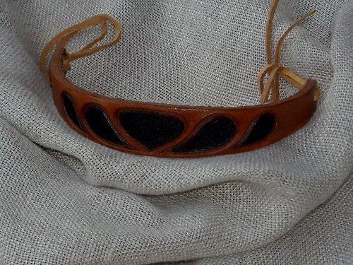 Náramek kožený řezaný 2