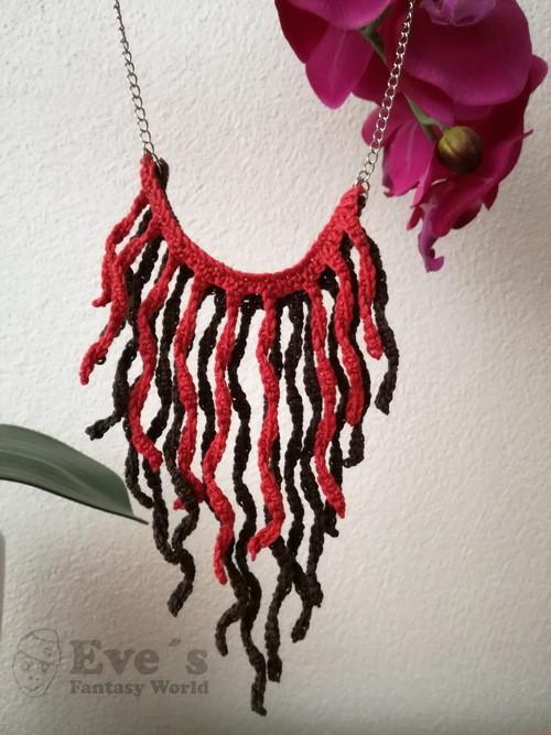 Střapcový náhrdelník