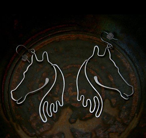 Koníci po tváři běžící