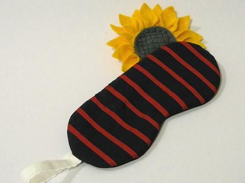 black and red.. škraboška, maska na spaní