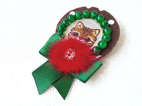 Happy cat (brooch)