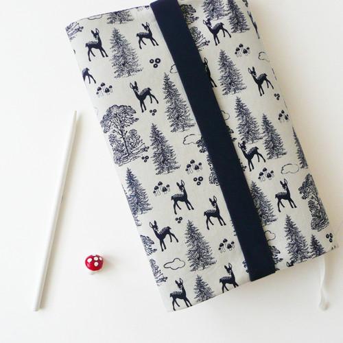 :: vytuněný obal na knihu :: pohádkový les