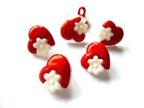 Knoflíčky srdíčka s kytičkou červená 5 ks